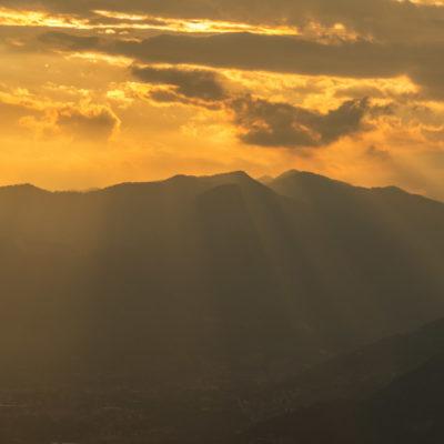 Sunset in de bergen van italie