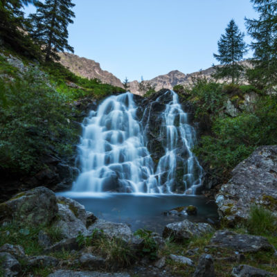 Oostenrijks waterval in de Alpen