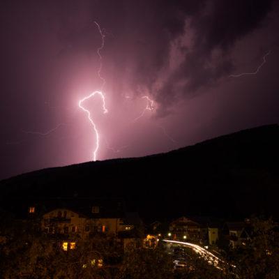 Flinke onweersbui in de Oostenrijkse Alpen