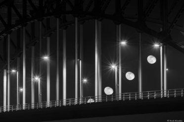 Maanfoto's zijn vaak saai… De IJsselbrug en de maan!
