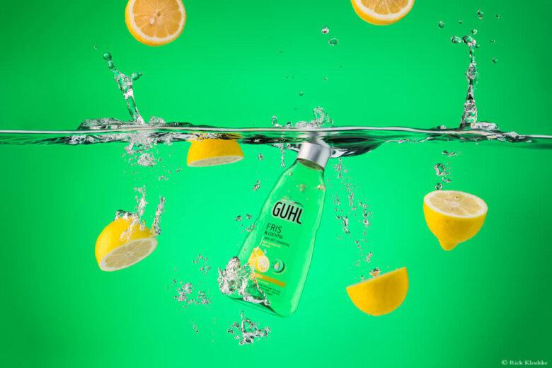 Productfotografie shampoo en watersplashes