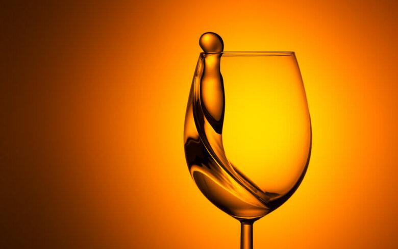 Een pakkende productfoto van een wijnglas